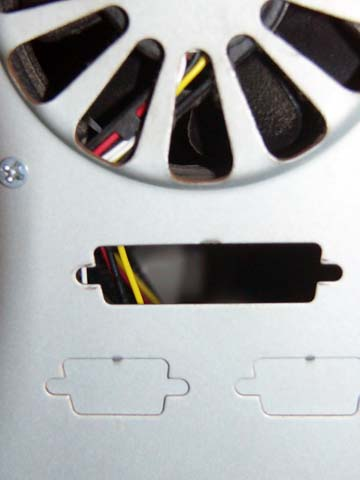 自作パソコンのリアパネルIOコネクタの穴