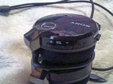 ソニーのBluetooth(ブルートゥース)ヘッドセット・ヘッドホンDR-BT140Qのボリューム(音量)スイッチ