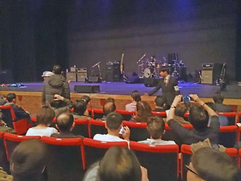 ジェフ・ベック(JEFF BECK)2014年アルカイックホールのライブBig Block演奏中