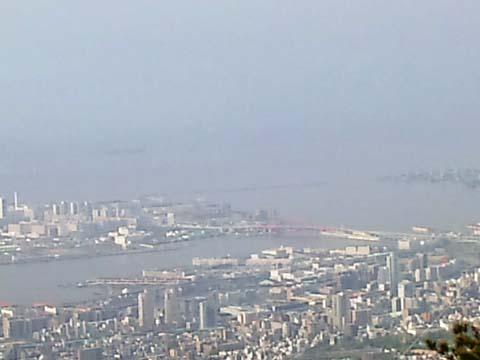 六甲山の山頂付近から神戸を臨む景色をソニー・エリクソンのスマートフォンExperia(エクスペリア)SO-01Bで撮影